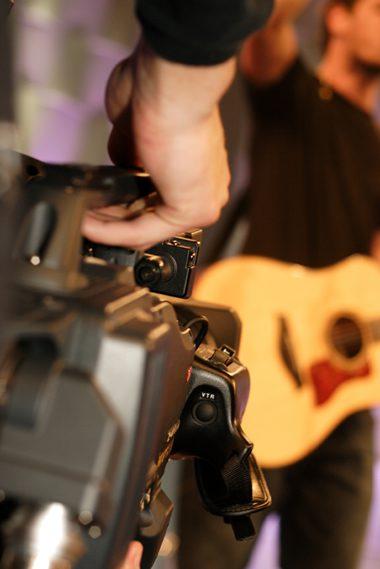 guitarist-in-music-video